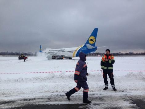 Фото аварии самолета в «Жулянах» 16 января