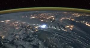 Астронавт снял на видео молнии из космоса
