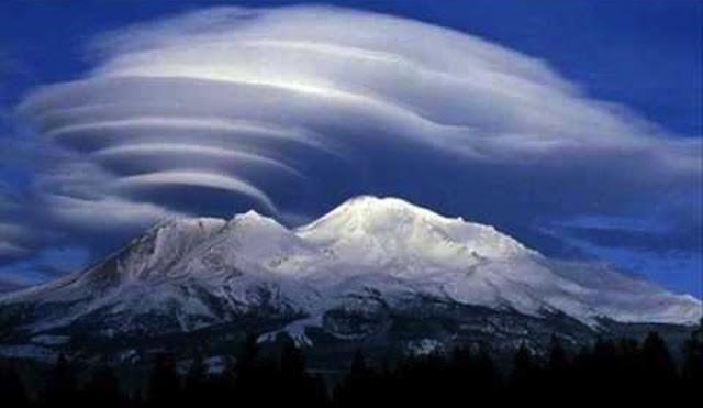 Гигантское НЛО парит над действующим вулканом Этна 18 июня 2016 года