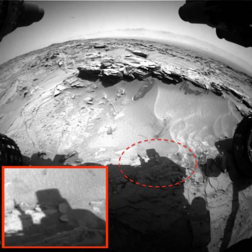На Марсе обнаружено инопланетное существо, которое пытается приветствовать марсоход NASA