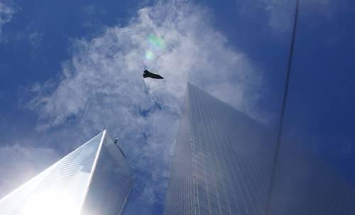 UFO New York Над Всемирным торговым центром в Нью-Йорке был обнаружен НЛО